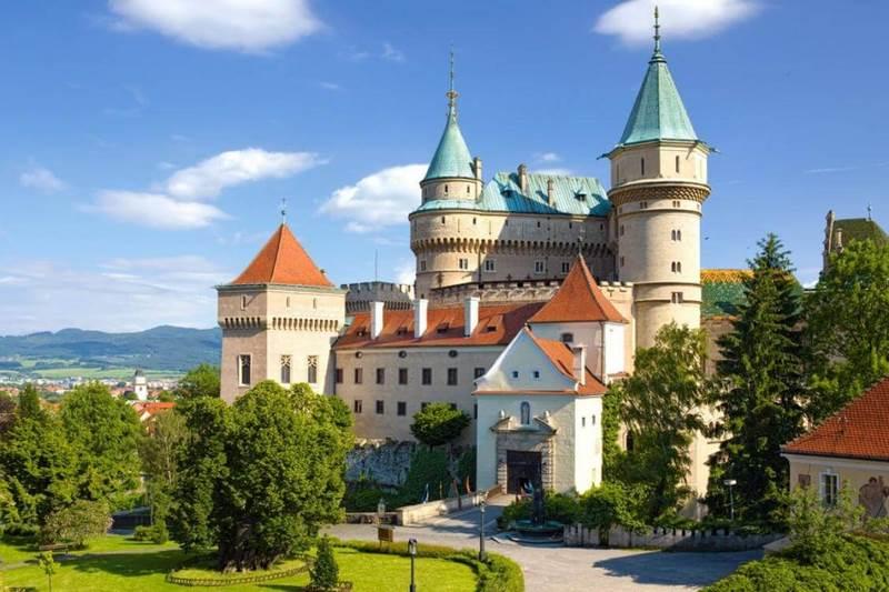 Tòa lâu đài có kiến trúc lâu đời nhất nước Slovakia