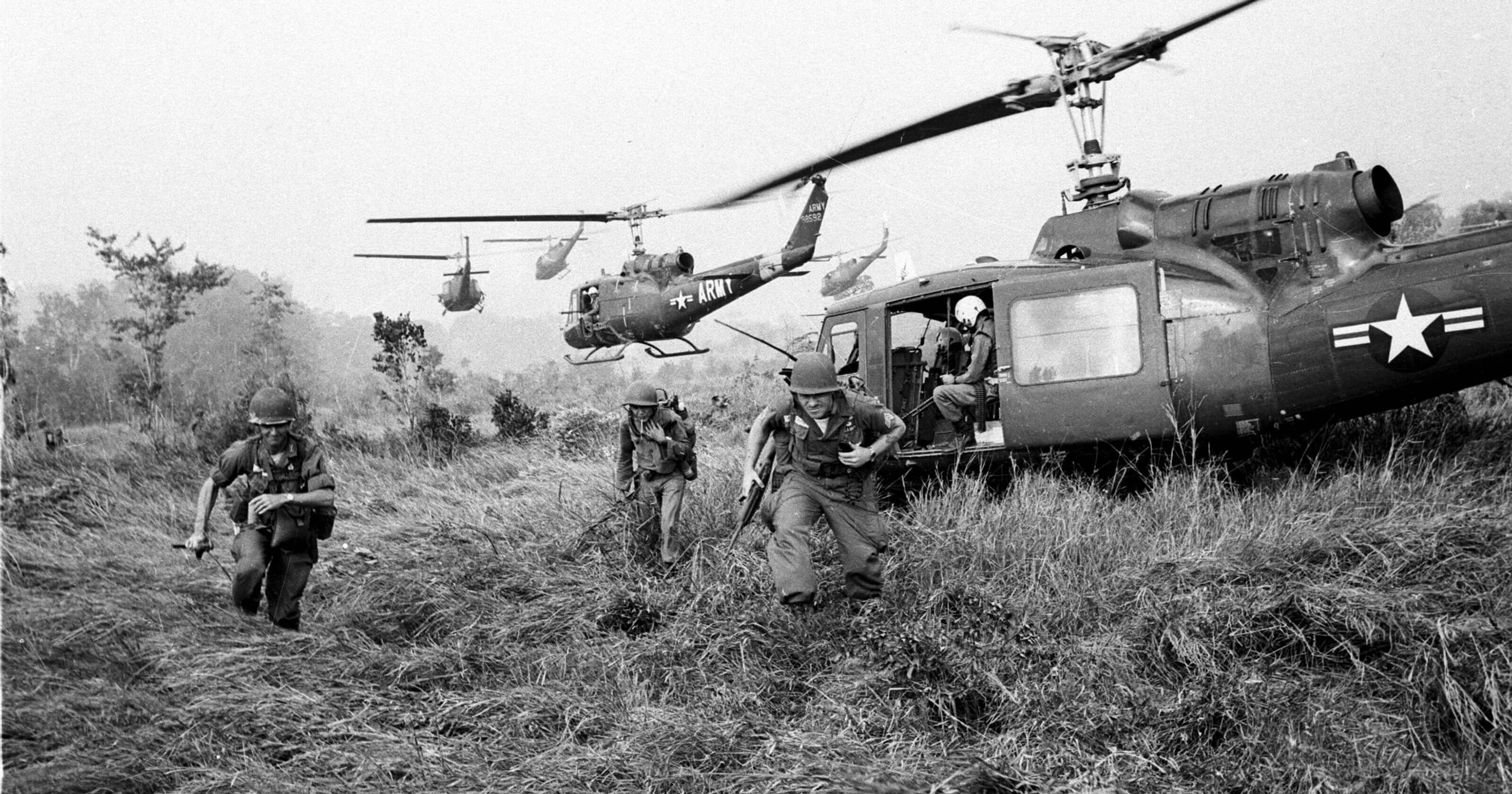 How many Vietnamese people fell down in the Vietnam War?