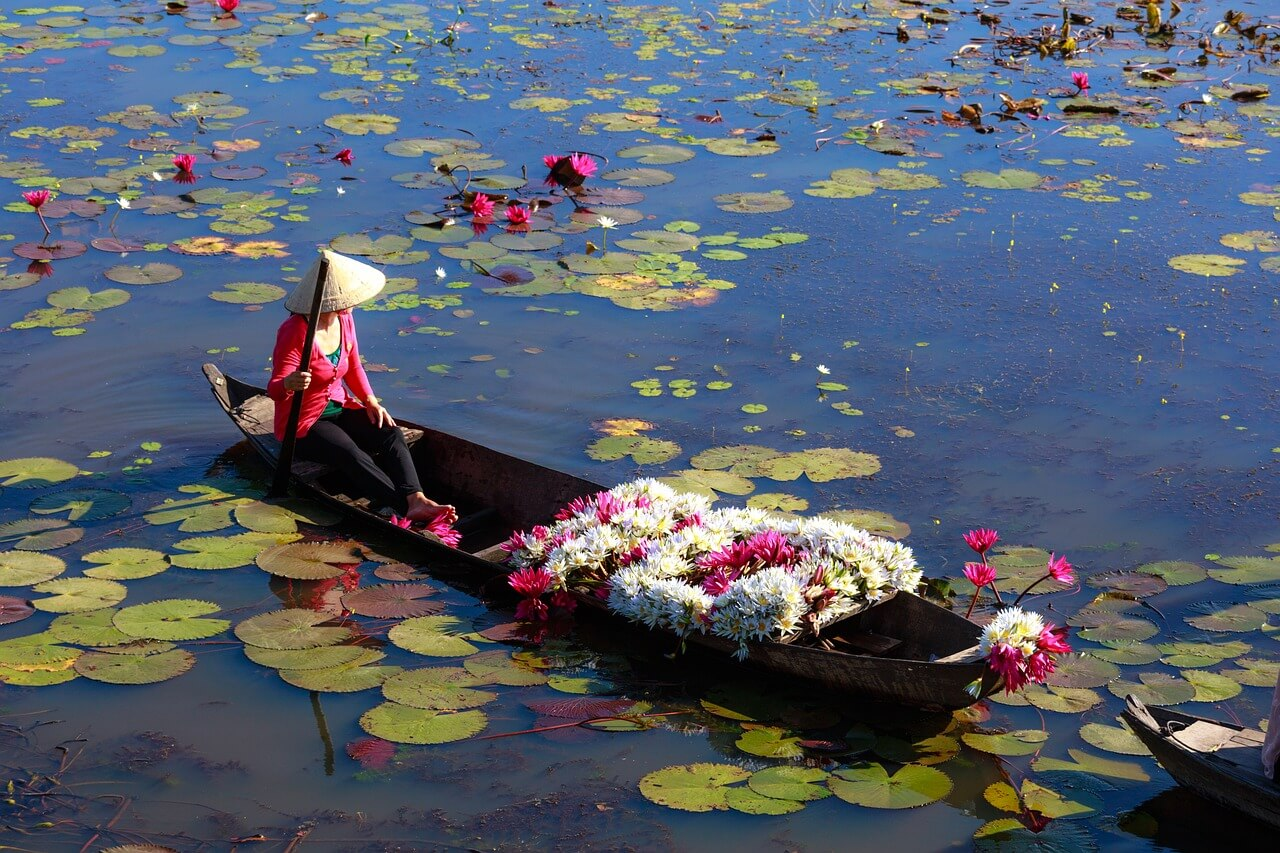 cheapest time to fly to Vietnam